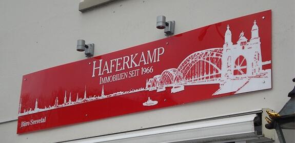 Acrylschild mit aufgesetzten Logo – Haferkamp