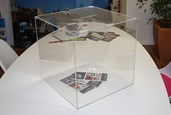 Werbeaufsteller aus Acrylglas