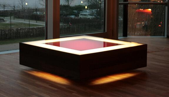 Acrylm bel aus plexiglas kombiniert mit holz und beleuchtet for Acryl tisch
