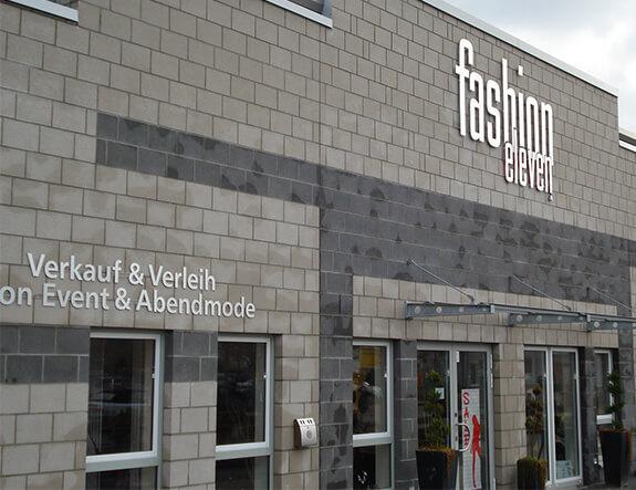 Einzelbuchstaben im Aluminiumlook – Fashion Eleven
