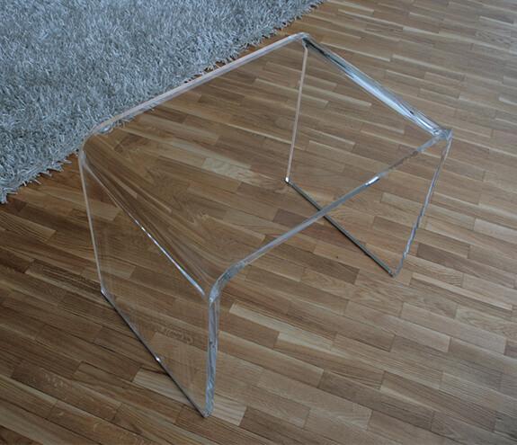 Möbel aus gebogenem Acrylglas