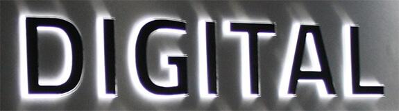 Lichtkasten mit Einzelbuchstaben – Digital