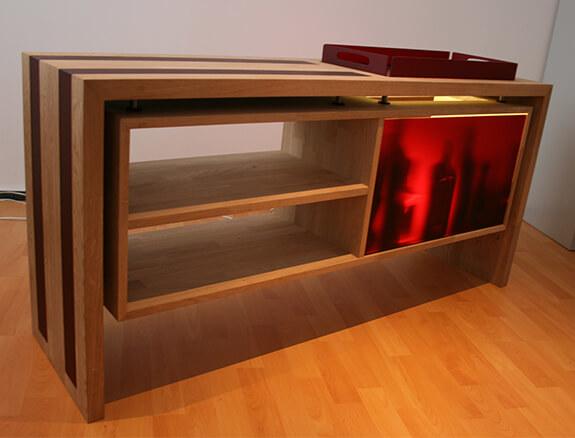 Sideboard aus Eiche mit Acrylglas bleuchtet